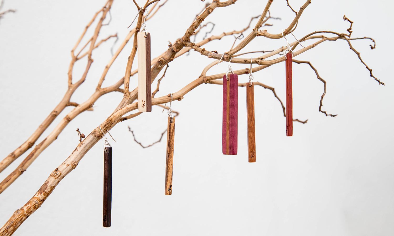 Χειροποίητα σκουλαρίκια dionfelle, φτιαγμένα από διάφορα είδη φυσικών ξύλων και ασήμι 925. Συλλογή χειροποίητων σκουλαρικιών Lines.