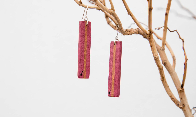 Χειροποίητα σκουλαρίκια dion&felle φτιαγμένα από συνδυασμό φυσικών ξύλων και ασήμι 925, από τη συλλογή Lines.